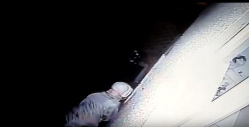 burglar-caught-breaking-into-lisa-mackenzie-s-home-e1477649925923-0a99879b7914aeed59248eeaeb5216ec3043a13c
