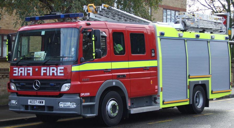 fire-engine-UK-f26ecea8a878463f758990da50c592f94a0eeb37