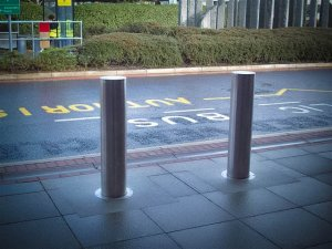 SPTT Manually Retractable Bollard