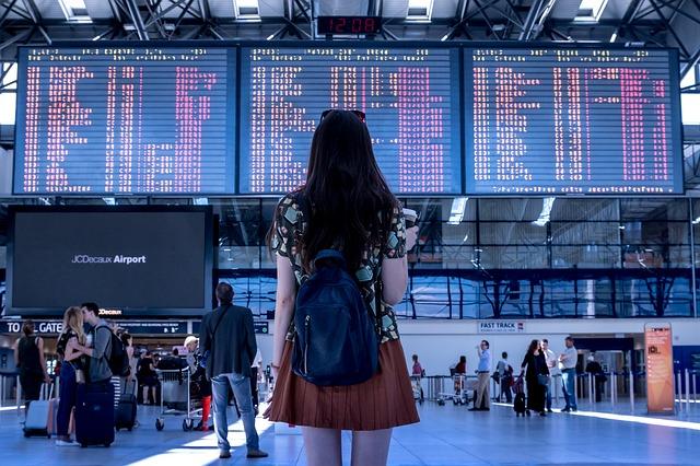 Airport-woman-flight-board-1af79e3138a175356874bc3c61fdde01ebbfee33