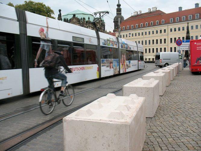 Postplatz_Tag_der_Deutschen_Einheit_Dresden_Sachsen_Germany_Nizza_Sperre_0x-e1515158094371-3456347b82d8976388d4b17233c400624ff45dd8