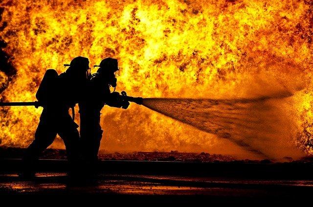firefighters-870888_640-77ea66adfe08588ec707fc3b774024be02f7d2c4