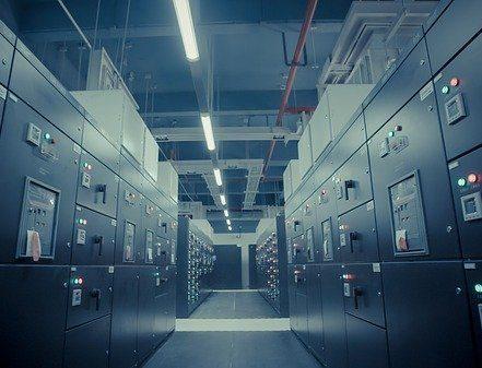 data-centre-2-e1536578044765-c249f9df378af94bb0c5a4e4067bee9a08d2d3c1