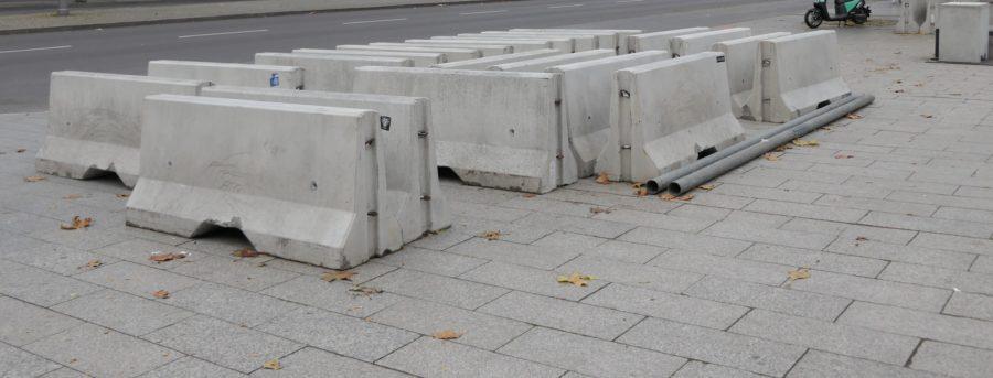 concrete-roadside-barriers-e1540396827510-5fd6e11dbce3743ede5cbd709a198d4754e97423