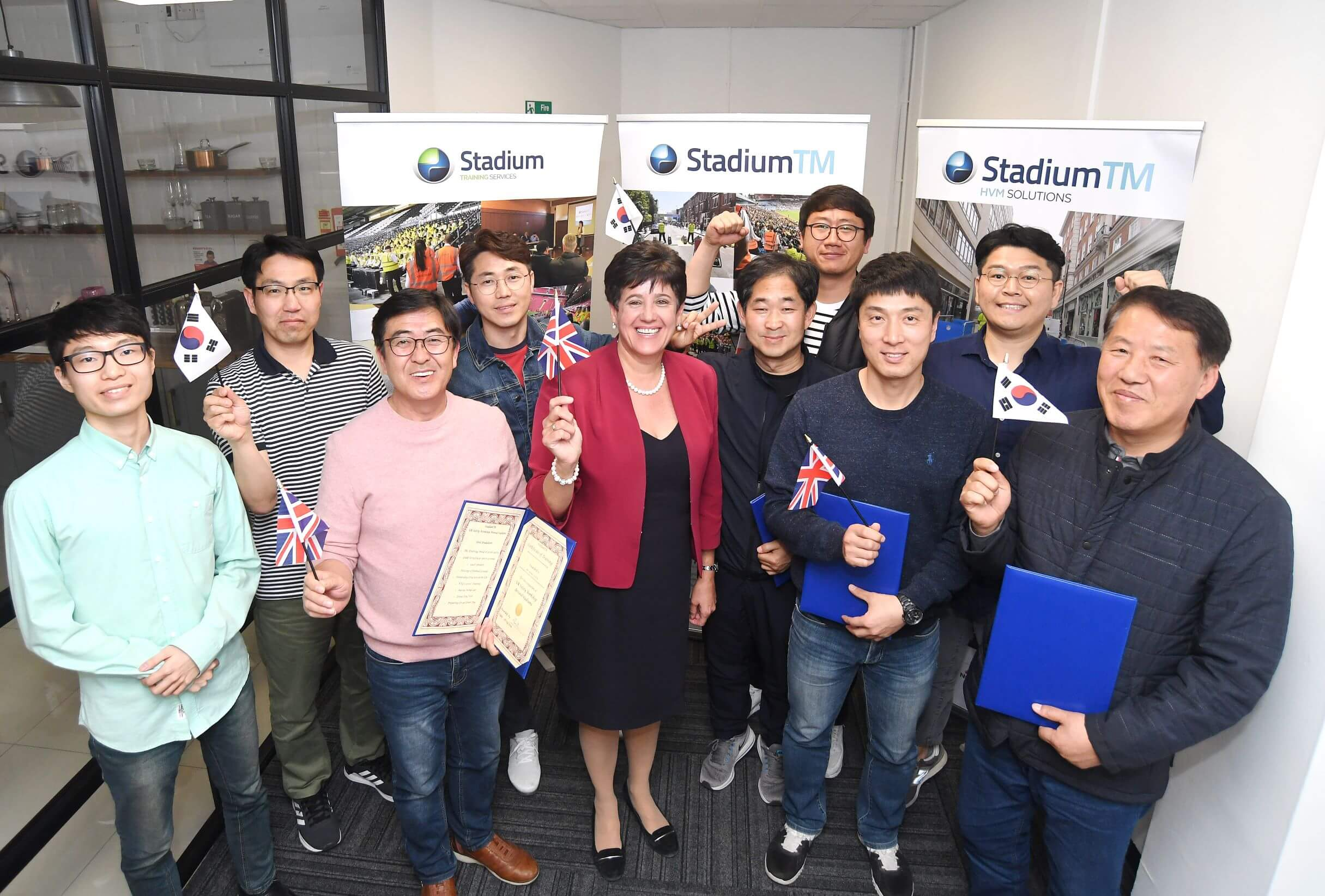 Lorraine Baillie, HR Director at StadiumTM (centre) and all KSPO delegates